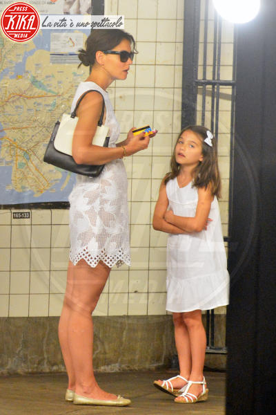 Suri Cruise, Katie Holmes - New York - 14-07-2014 - Quest'autunno, le celebrity vanno… in bianco!