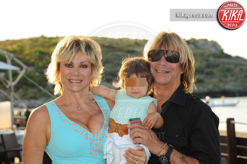 Maria Turchi, Enzo Paolo Turchi, Carmen Russo - Peschici - 12-07-2014 - Brigitte Nielsen, 54 anni col pancione: quante mamme negli anta!