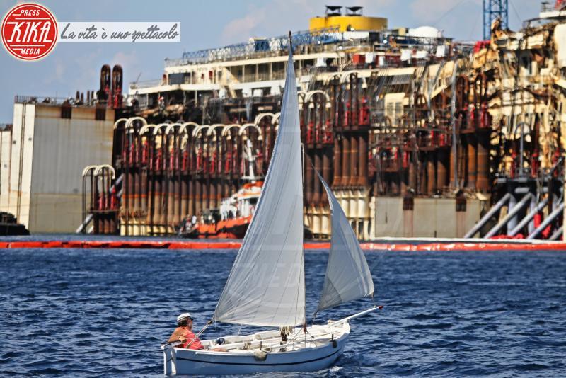 Costa Concordia - Turisti - Isola del Giglio - 18-07-2014 - Costa Concordia, cinque anni fa la tragedia all'Isola del Giglio