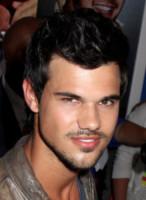 Taylor Lautner - Los Angeles - 22-07-2014 - Dimenticate il sex-symbol Taylor Lautner: guardatelo adesso!