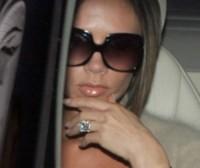 Victoria Beckham - Hollywood - Emily Ratajkowski mostra l'enorme anello di fidanzamento
