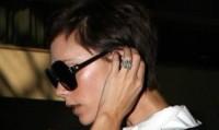 Victoria Beckham - Los Angeles - 12-10-2008 - Emily Ratajkowski mostra l'enorme anello di fidanzamento
