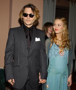 Vanessa Paradis, Johnny Depp - Beverly Hills - 10-01-2004 - Johnny Depp e Vanessa Paradis sposi ad aprile