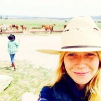 Gwyneth Paltrow - 28-07-2014 - Il bastone per i Selfie? È superato! Arrivano le Shoefie
