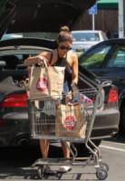 Vanessa Hudgens - Los Angeles - 08-08-2014 - Star come noi: Vanessa Hudgens tira fuori i muscoli
