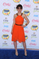 Joey King - Los Angeles - 11-08-2014 - Giallo e arancione, colori del sole e dell'estate!