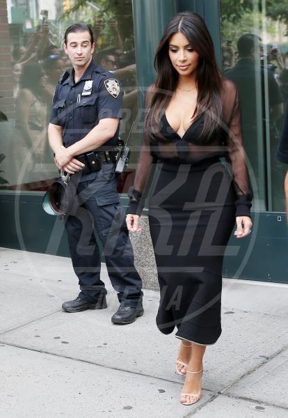 Kim Kardashian - New York - 11-08-2014 - Non solo lato B! Overkim prende la vita… di petto!