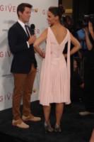 Katie Holmes - New York - 12-08-2014 - Vade retro Abito! Katie Holmes in Zac Posen