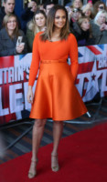 Alesha Dixon - Birmingham - 02-02-2014 - Viola o arancione? È questo il dilemma… per Halloween!