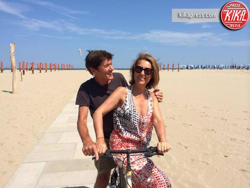 Anna Dan, Gianni Morandi - 13-08-2014 - La foto che ha fatto perdere la pazienza a Gianni Morandi