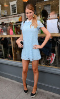 Chloe Sims - Brentwood - 28-06-2014 - Back to school: tutte studentesse preppy con il colletto!