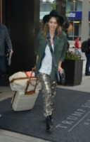 Jessica Alba - New York - 12-06-2014 - In carrozza! Anche il viaggio ha il suo dress code