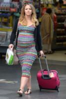 Kimberley Walsh - Manchester - 30-06-2014 - Dalle vacanze riportano una valigia carica carica di...