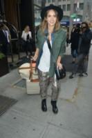 Jessica Alba - Manhattan - 12-06-2014 - In carrozza! Anche il viaggio ha il suo dress code