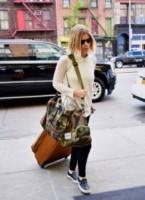 Kate Mara - New York - 07-08-2014 - Dalle vacanze riportano una valigia carica carica di...