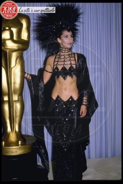 Cher - Los Angeles - 27-03-1986 - Vestiti scomodi e dove trovarli: seguite Kim Kardashian!
