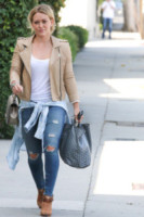 Hilary Duff - Los Angeles - 23-08-2014 - Il jeans, capo passepartout, è il must dell'autunno