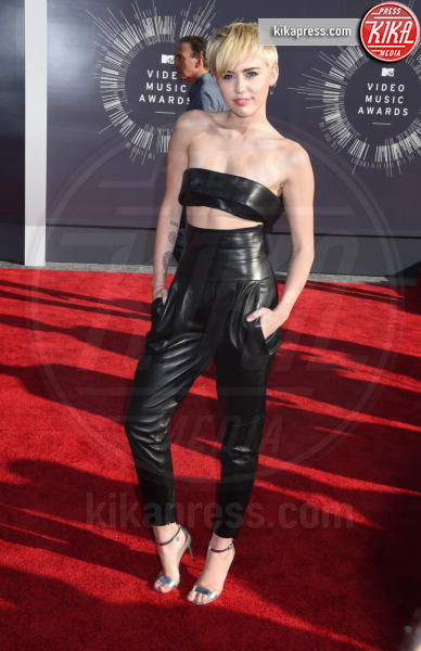 Miley Cyrus - Inglewood - 24-08-2014 - Top Crop & company: pancini al vento sul red carpet