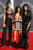 Kendall Jenner, Kylie Jenner, Kim Kardashian - Inglewood - 24-08-2014 - MTV Video Music Awards 2014: Beyoncé sul red carpet senza Jay-Z