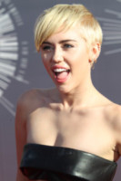 Miley Cyrus - Inglewood - 24-08-2014 - Marilyn Style: biondo platino, il colore delle dive