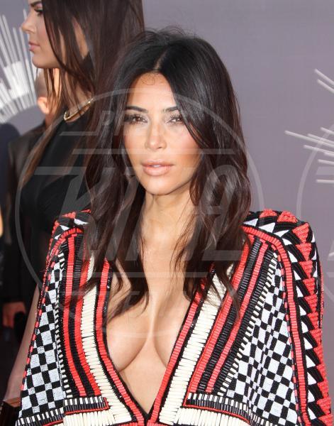 Kim Kardashian - Los Angeles - 24-08-2014 - Non solo lato B! Overkim prende la vita… di petto!