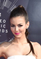 Victoria Justice - Inglewood - 24-08-2014 - MTv VMA: acconciature per tutti i gusti