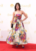 Betsy Brandt - Los Angeles - 26-08-2014 - Emmy Awards 2014, sul red carpet sfilata di bomboniere