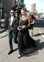 Behati Prinsloo, Adam Levine - Beverly Hills - 25-08-2014 - Emmy Awards 2014: la kermesse regala un red carpet extra lusso