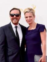 Jane Fallon, Ricky Gervais - Los Angeles - 25-08-2014 - Emmy Awards 2014: la kermesse regala un red carpet extra lusso
