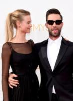 Behati Prinsloo, Adam Levine - Los Angeles - 25-08-2014 - Emmy Awards 2014: la kermesse regala un red carpet extra lusso