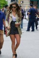 Nina Dobrev - New York - 11-06-2014 - L'autunno è alle porte: è tempo di trench!