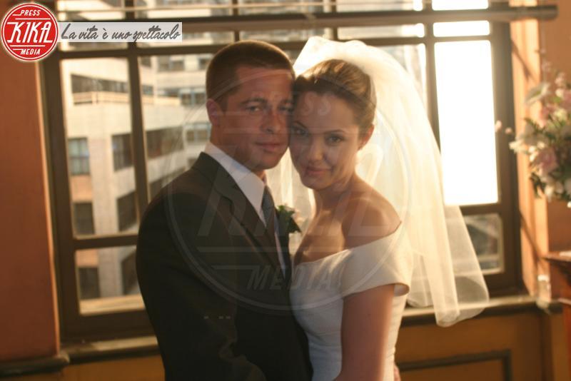 Angelina Jolie, Brad Pitt - 18-06-2004 - Sì, lo voglio, ma in segreto! Le star e i matrimoni privati