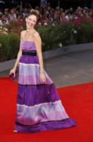 Sarah Felberbaum - Venezia - 31-08-2014 - Festival di Venezia: rosa & viola, il red carpet romantico