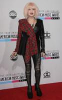Cyndi Lauper - Los Angeles - 18-11-2012 - Il must dell'autunno? Sua Maestà il tartan!