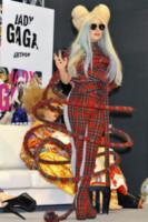 Lady Gaga - Tokyo - 01-12-2013 - Il must dell'autunno? Sua Maestà il tartan!