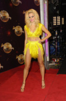 Pixie Lott - Londra - 02-09-2014 - Top Crop & company: pancini al vento sul red carpet