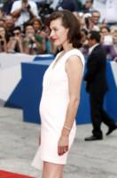 Milla Jovovich - Venezia - 03-09-2014 - Festival di Venezia:Milla Jovovich sul red carpet per Cymbeline