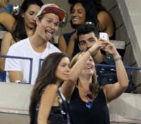 Ansel Elgort, Joe Jonas - New York - 03-09-2014 - Leonardo DiCaprio in incognito agli US Open