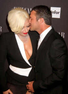 Taylor Kinney, Lady Gaga - New York - 05-09-2014 - Lady Gaga si sposa, matrimonio in Italia?