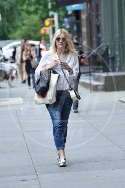 """Dakota Fanning - Manhattan - 09-09-2014 - Hollywood under 25: le """"it-girl"""" del cinema americano"""
