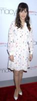Zooey Deschanel - New York - 14-04-2014 - Taylor Swift e Zooey Deschanel: chi lo indossa meglio?