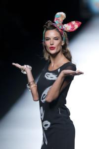 Alessandra Ambrosio - Madrid - 11-09-2014 - Oggi ho in testa... solo l'uovo di Pasqua!