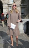 Laura Whitmore - Londra - 12-09-2014 - L'inverno porta in dote i colori neutrali, come il beige
