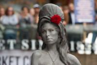 View, Janis Winehouse, Mitch Winehouse, Barbara Windsor - Londra - 14-09-2014 - Una statua per Amy Winehouse in Camden street