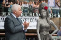 Janis Winehouse, Mitch Winehouse, Barbara Windsor - Londra - 14-09-2014 - Una statua per Amy Winehouse in Camden street