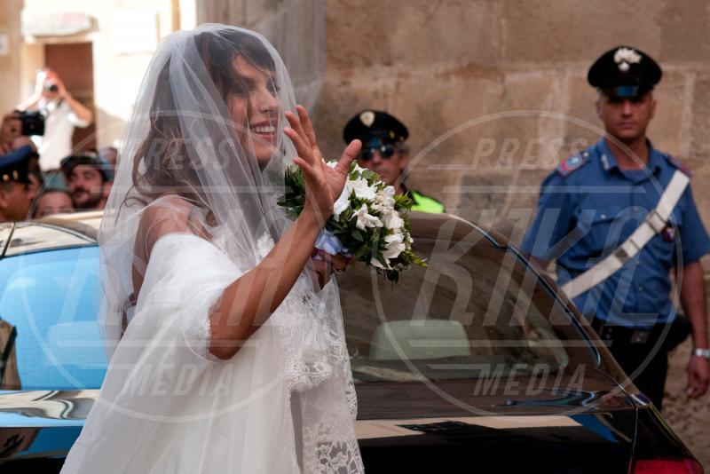 Elisabetta Canalis - Alghero - 15-09-2014 - Amal e George: Hello! e People svelano l'abito della sposa