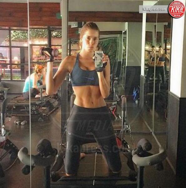 Aida Yespica - Il selfie bollente di Aida Yespica manda in tilt i followers