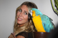 Guendalina Canessa - Milano - 17-09-2014 - Guendalina Canessa: c'è del feeling con il pappagallo
