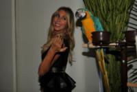 Guendalina Canessa - Milano - 18-09-2014 - Guendalina Canessa: c'è del feeling con il pappagallo