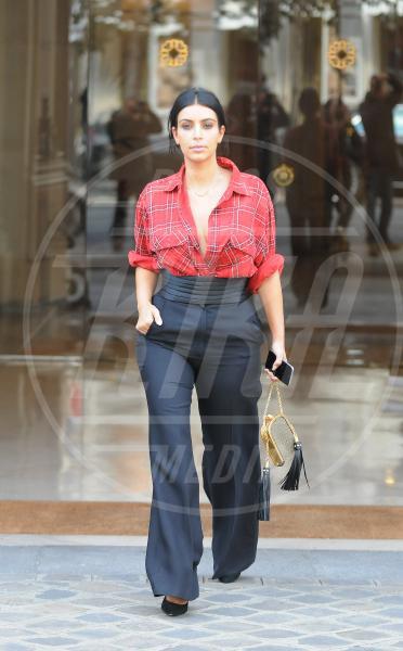 Kim Kardashian - Parigi - 25-09-2014 - Non solo lato B! Overkim prende la vita… di petto!